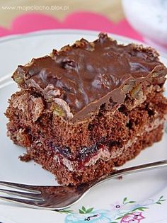 Divine salted caramel and chocolate over shortbread cookies! Dessert Cake Recipes, Sweet Desserts, Cookie Recipes, Delicious Desserts, Salted Caramel Chocolate, Chocolate Caramels, Pecan Cookies, Shortbread Cookies, Polish Recipes