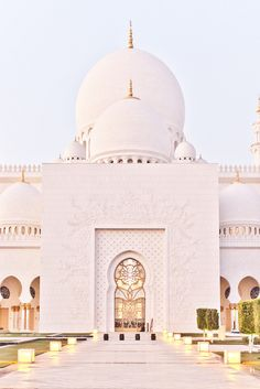 The Grand Mosque, Abu Dhabi - Explore the World with Travel Nerd Nici, one Country at a Time. http://travelnerdnici.com