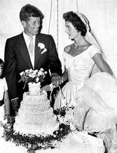 The couple's sweet cake reflected the rustic charm of their 1953 Newport affair.