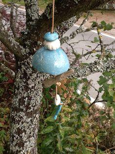 Gartendekoration - Blauer Meisenknödelhalter - ein Designerstück von Bodenseekeramik bei DaWanda Designer, Ceiling Lights, Etsy, Lighting, Pendant, Home Decor, Hang In There, Christmas, Decoration Home