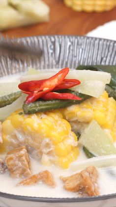 Meskipun sayur lodeh terbilang sederhana tetapi rasanya begitu menggugah selera. Sayur ini memiliki variasi isi yang begitu beragam sesuai dengan daerah masing-masing. Sayur lodeh memiliki rasa gurih yang nikmat dari santan. Asian Cooking, Easy Cooking, Cooking Recipes, Vegetable Recipes, Chicken Recipes, Asian Recipes, Healthy Recipes, Malay Food, Think Food