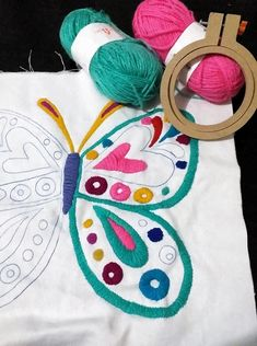 Hand Embroidery Videos, Embroidery Works, Hand Embroidery Stitches, Silk Ribbon Embroidery, Crewel Embroidery, Cushion Embroidery, Learning To Embroider, Mexican Embroidery, Flower Embroidery Designs
