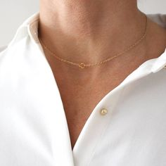 STYLE TIP: always wear a discrete signature necklace that falls perfectly in your neck pit