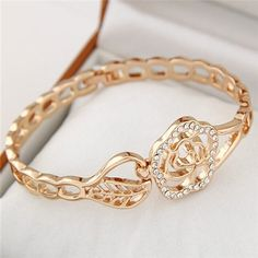 Charming Rose Design Golden Fashion Bangle