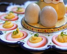 Crossover trends: bring #ombre out of your dresses and hair and into your ... #deviled #eggs . (Thanks, borscht.)