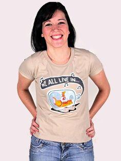 """""""We all live in a yellow submarine Yellow submarine, yellow submarine"""" Beatles  * Camiseta disponível em todos os tamanhos, do PP ao Extra GG, baby look e masculina, nas cores: areia, rosa, amarelo e azul. R$44,90"""