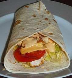 Wrap poulet - bacon façon fast food - Erica M. Chicken Nuggets, Chicken Wraps, Bacon Wrapped Chicken, Chicken Bacon, Chicken Recipes, Recipe Chicken, Lunch Recipes, Cooking Recipes, Healthy Recipes