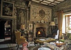 #weekendinthecountry and we're off to #northumberland #england to explore #chillinghamcastle. I'm obsessed by the refinement of portions of the interiors as set against the old stone walls! What's not to love, right?