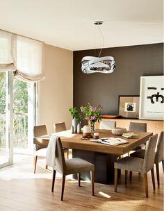 Este antigo apartamento em Barcelona foi atualizado com peças personalizadas, tendo seu mobiliário renovado, o casal reaproveitou a maiori...