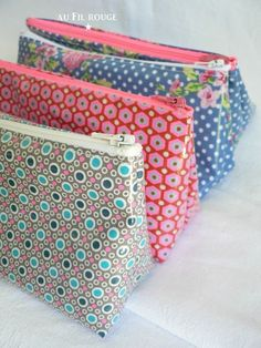 "TUTO - directions in French ""Inspiration - The famous tutorial filmed Linnamorata - Printed cotton coated (Petit Pan, France Duval-Stalla, Eurodif) - zippers (Eurodif and France Duval-Stalla) - Dimension: Briefcase 33 x 25 cm - 21 x 10 zip Kit cm"""