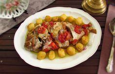 Esta é uma das melhores receitas para se preparar para a família. Este peixe assado à padeiro é tradicional, tem uma excelente apresentação, é muito...