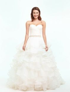 Sweetheart Princess/Ball Gown Wedding Dress  with Natural Waist in Organza. Bridal Gown Style Number:32492555