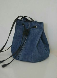 Billedresultat for recycle jeans Upcycled denim jeans bag - pinning for inspiration - item is/was for sale. Dimensions - height diameter of the bottom - shopping bags from old jeans pic for inspiration purpose only, links to site to purchase from maker 71 Diy Jeans, Sewing Jeans, Denim Bags From Jeans, Diy Bag With Jeans, Diy Denim Purse, Jeans Recycling, Mochila Jeans, Jean Diy, Denim Ideas