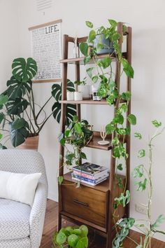 Our New Home – Reading Corner / Plant Corner tour – Connie and Luna - Home Professional Decoration Room With Plants, House Plants Decor, Plant Decor, Bedroom Plants, Bedroom Decor, Pastel Room, Decoration Plante, Reading At Home, Plant Shelves