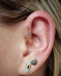 Beautiful double forward helix combo from today. yellow gold with a genuine turquoise cab from and a yellow gold beaded piece from Cheap Fashion Jewelry, Cheap Jewelry, Jewelry Box, Fashion Accessories, Double Forward Helix Piercing, Forward Helix Earrings, Big Earrings, Turquoise Earrings, Cute Ear Piercings