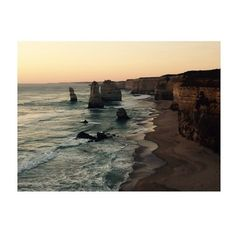 12 Apôtres #12apostles #twelveapostles #sunset #life #apero #december #great #ocean #road #roadtrip #beach #friends by julie_aires http://ift.tt/1ijk11S
