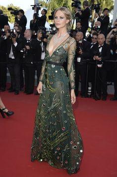 Festival di Cannes 2015 Poppy Delevingne in Burberry Prorsum