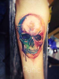 Skull watercolor por Panic One Tatuador mexicano en La Libelula Tattoo   Cráneo acuarela