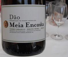 HIPPOVINO: Vins blancs du Portugal, beaucoup plus que le vinho verde ! Portugal, Wines, Bottle, White Wines, Flask