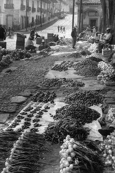 Mercado de verduras en Patzcuaro, Michoacán. 1963 Fotografía de Henri Cartier-Bresson