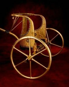 Gold Gilded Wooden Chariot of King Tutankhamun of Egypt👑 one of his six military chariots Egypt Games, Ancient Civilizations, Egyptians, Ancient Egyptian Artifacts, Roman City, Old Egypt, Tutankhamun, Great Power, Gold Gilding
