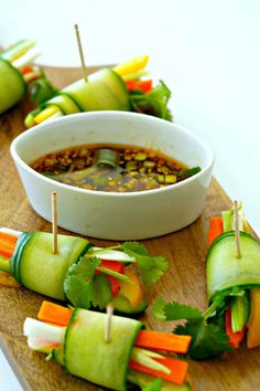 Vegetarian Cucumber Spring Rolls Whether you are entertaining a crowd or looking for a healthy snack for your kids, these raw spring rolls are a perfect addition. I have added flavourful Vietnamese dipping sauce complementing the fresh veggies. Raw Food Recipes, Gluten Free Recipes, Appetizer Recipes, Vegetarian Recipes, Cooking Recipes, Healthy Recipes, Healthy Rolls, Italian Appetizers, Vegetarian Vietnamese