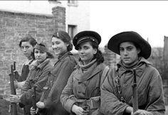 1936 Varias milicianas en el frente de Madrid, sector de la Casa de Campo y carretera de Extremadura