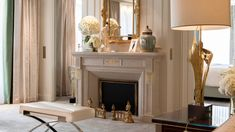 Four Seasons Hotel George V Paris guests can indulge in the Royal Suite, with access to a private terrace overlooking the fountain of the Three Graces. Palaces, Decoration Hall, Four Seasons Hotel, Paris Hotels, Hotel Suites, Luxurious Bedrooms, House, Luxury Hotels, French Country