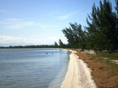 Located in Laguna Araruama, between Monkey Hill and National Refinery in Salt Perynas neighborhood, Beach Northeast has high salinity levels in the water, resembling very much the Dead Sea. It is suitable for picnics and family outings.