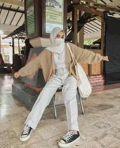 Hijab Fashion Summer, Modern Hijab Fashion, Street Hijab Fashion, Hijab Fashion Inspiration, Muslim Fashion, Casual Hijab Outfit, Casual Outfits, Fashion Outfits, Ootd Hijab