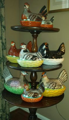 Collection of Staffordshire Victorian Hen on nest dishes. Fresh Chicken, Chicken Eggs, Staffordshire Dog, Hens On Nest, Carlton Ware, Rooster Decor, Chickens And Roosters, Galo, Egg Cups