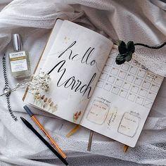 Bullet journal March  ⠀ По ссылке в профиле видео о том, как я веду свой ежедневник. Кто еще не слышал о системе Bullet journal - очень советую попробовать! Планировать и выполнять задуманное и правда стало гораздо проще :) ⠀ Всем хорошего предпраздничного дня