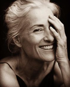Best Hairstyles For Older Women – HerHairdos Hairdos For Older Women, Short Hairstyles For Women, Foto Portrait, Female Portrait, Hairstyles Over 50, Cool Hairstyles, Photography Women, Portrait Photography, Hair Photography