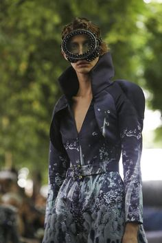 On Aura Tout Vu Couture Fall Winter 2014 Paris - NOWFASHION