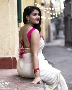 Image may contain: 1 person, standing Beautiful Girl Indian, Most Beautiful Indian Actress, Beautiful Saree, Beautiful Blouses, Beautiful Models, Beautiful Women, Beauty Full Girl, Beauty Women, Saree Backless