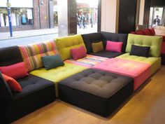 Idée de canapé modulable en divers coloris pour décoration chic → touslescanapes.com