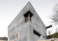 Good wood - minimal and perhaps a tad brutal from the outside but an oasis of calm on the inside. This heavenly concrete house with wooden accents has been built into a steep slope in the Eisack Valley, South Tyrol, Italy, by local architect Andreas...
