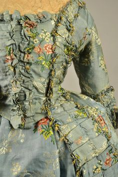 Robe à la française ca. 1770′s   Imagine the undergarments and that oh so cannot breathe corset! The fabric is beautiful.