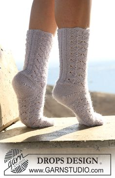 "DROPS socks in lace pattern in ""Alpaca"" or ""Fabel"". ~ DROPS Design"