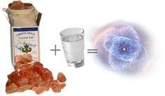 SOLE Himalayan Salt Water – Never Buy Minerals Again! Have you ever heard of Sole water? Himalayan Salt Benefits, Himalayan Pink Salt, Natural Energy, Natural Healing, Holistic Healing, Holistic Nutrition, Health And Nutrition, Health Diet, Water For Health
