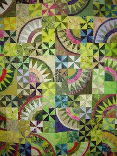 """Pickled, x by Ann Slater The quilt was based on a class taught by Mary Lewkowitz of the Bernina Connection, using the """"Christmas Pickle"""" design by Nancy Smith and Lynda Milligan. - Quilt Inspiration: Arizona Quilt Show Circle Quilts, Star Quilts, Scrappy Quilts, Block Quilt, Quilting Projects, Quilting Designs, Diy Quilt, Christmas Pickle, New York Beauty"""