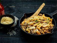 Jauheliha-juustopasta   Valio Penne, Pasta, Ethnic Recipes, Koti, Pasta Recipes