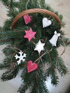 Vianočné ozdoby, Vianočné dekorácie, Modelovanie, Súťaž, Vianočné ozdoby   Artmama.sk Origami, Christmas Ornaments, Holiday Decor, Home Decor, Scrappy Quilts, Decoration Home, Room Decor, Christmas Jewelry, Origami Paper