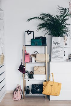 Begehbarer kleiderschrank frau schuhe  Mein begehbarer Kleiderschrank | Dressing room, Minimal decor and ...