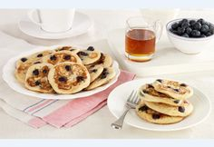 It couldn't be easier to enjoy warm, fluffy pancakes for breakfast with this recipe for American Blueberry Pancakes from DK's Step-by-Step desserts cookbook. Low Calorie Breakfast, Healthy Breakfast Recipes, Calories In Blueberries, Dessert Cookbooks, Blueberry Pancakes, Cake Recipes, Dessert Recipes, Eat, Cooking