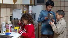 Los niños son por primera vez el colectivo más pobre de España