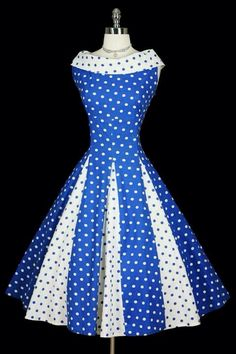 Polka Dot Dress Can you imagine twirling in this? It would look so pretty like a pinwheel Pretty Outfits, Pretty Dresses, Beautiful Outfits, Cute Outfits, 1950s Fashion, Vintage Fashion, Jw Mode, Vintage Dresses, Vintage Outfits