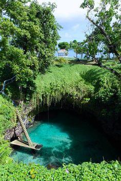 To Sua Ocean Trench, Upolu, Samoa http://reversehomesickness.com/oceania/sua-trench-samoa/