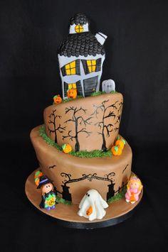"Torta di Halloween multipiano ""dolcetto o scherzetto?"""