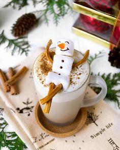 Pumpkin spice & everything nice ⛄. Балдеющий снеговик  и чашка пряного тыквенного латте как в кофейнях Starbucks уже в блоге (ссылка в профиле⬆). На вкус это что-то фантастически-пряно-сливочно-кофейное, а вот тыква совсем не чувствуется . Аромат зимних специй сразу настраивает на праздничный лад, вызывая ассоциации с Рождеством и Новым Годом, пока вы согреваете озябшие руки о горячую кружку pumpkin spice latte и строите планы в преддверии долгожданных праздников. ********************...